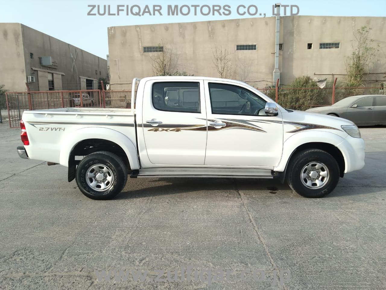 TOYOTA HILUX PICK UP 2015 Image 8