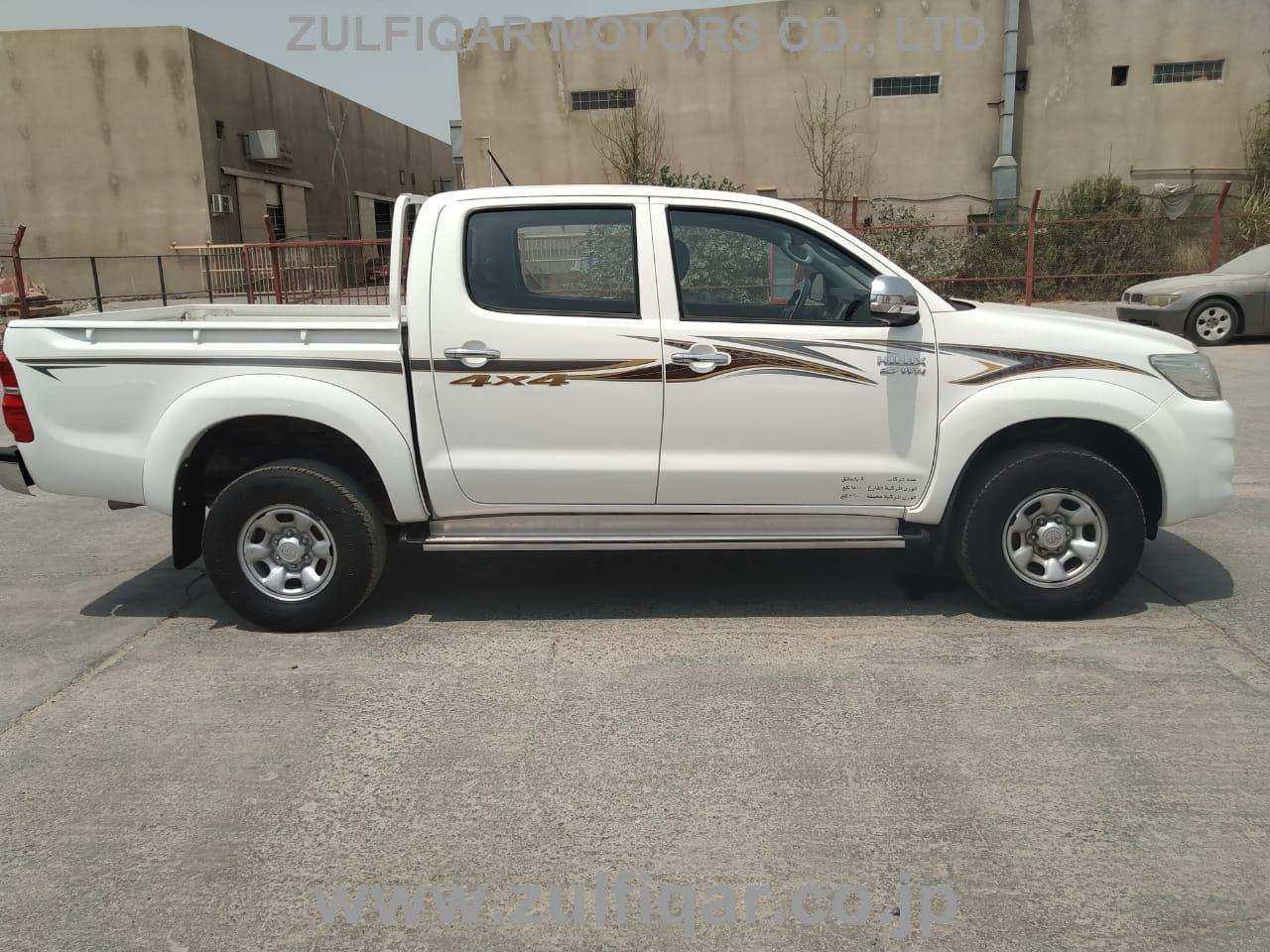 TOYOTA HILUX PICK UP 2015 Image 9