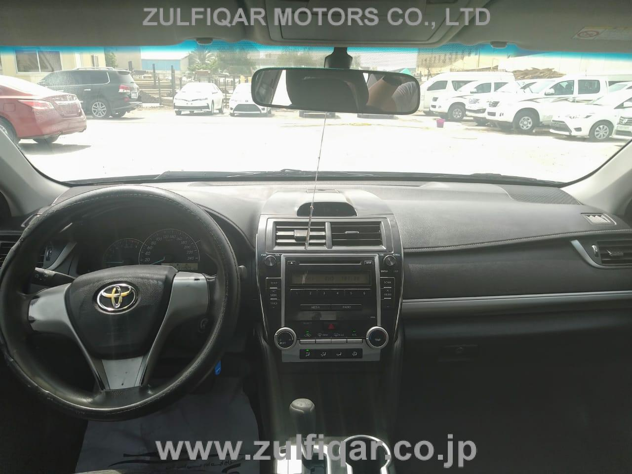TOYOTA CAMRY 2014 Image 2