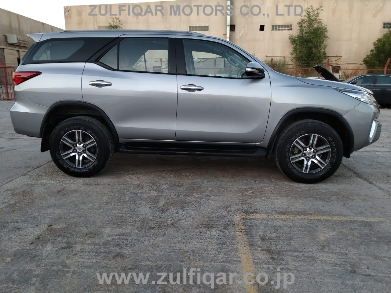TOYOTA FORTUNER 2017 Image 8
