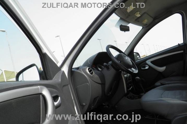 RENAULT DUSTER 2015 Image 11