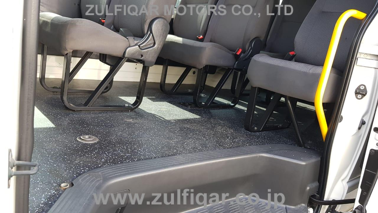 TOYOTA HIACE BUS 2014 Image 5