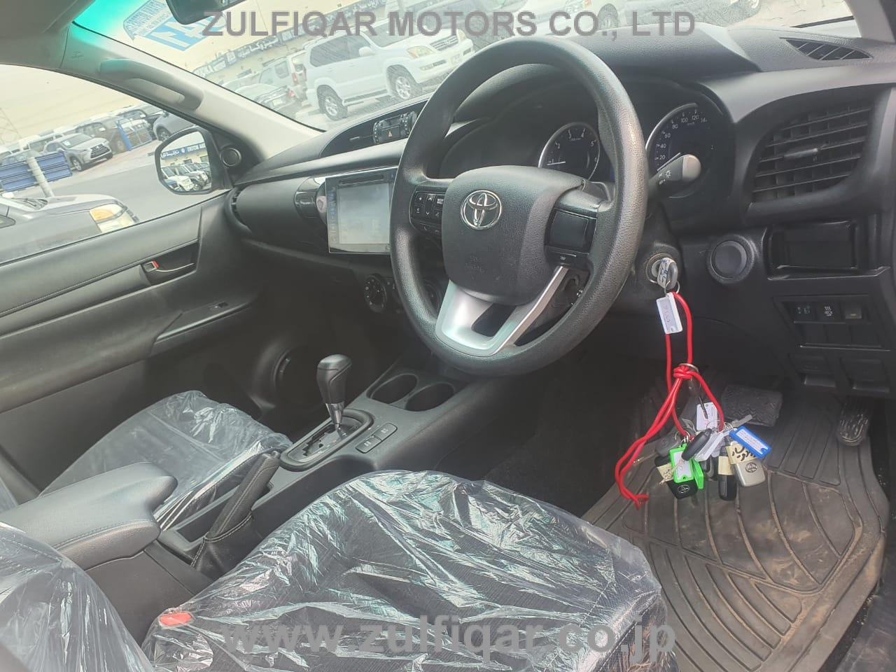 TOYOTA HILUX PICK UP 2017 Image 6