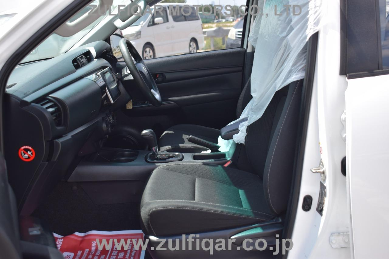 TOYOTA HILUX PICK UP 2016 Image 8