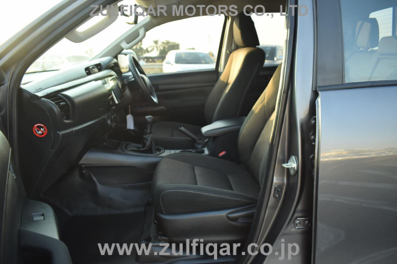 TOYOTA HILUX PICK UP 2018 Image 9